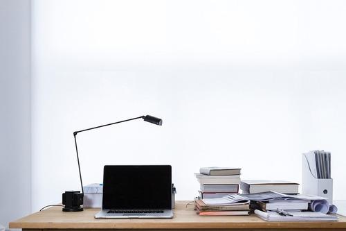 Lámpara de escritorio orientable