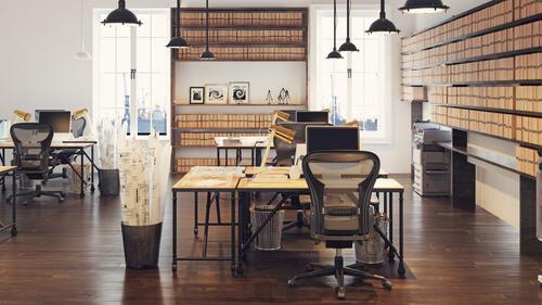 Oficina bien organizada con materiales ordenados