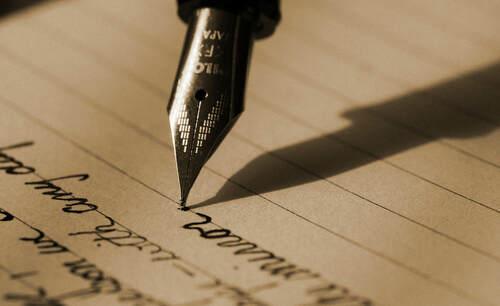 Escritura con estilográfica Pilot sobre papel rayado